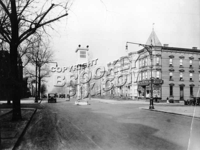 Bushwick_Ave_looking_North_to_Jefferson_Ave_1920s.jpg